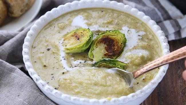 """Cuối tuần tranh thủ vào bếp làm ngay món soup rau củ thơm ngon, béo ngậy này: Bí quyết để các mẹ trị bệnh """"lười ăn rau"""" cho con là đây chứ đâu! - Ảnh 5."""