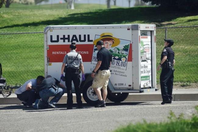 """Liều mạng ăn cắp chiếc ô tô, 3 tên cướp mở thùng xe ra liền """"bỏ của chạy lấy người"""", tới lượt cảnh sát kiểm tra cũng chưng hửng với thứ bên trong - Ảnh 5."""