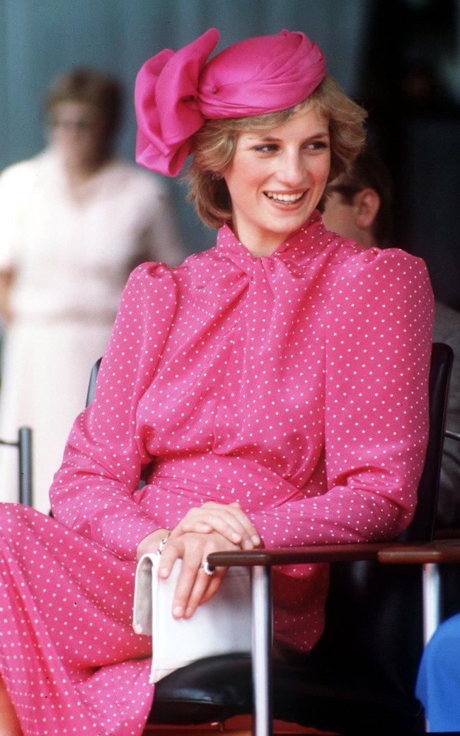 Chiêm ngưỡng những lần Công nương Diana diện váy dáng dài để biết thế nào là đỉnh cao của sự sang trọng, tinh tế - Ảnh 1.