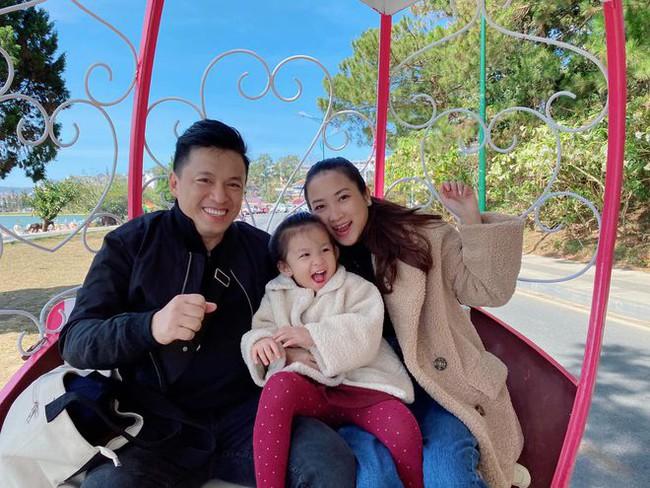 """Cái kết viên mãn của những mối tình lệch tuổi trong Vbiz: Lý Hải, Lam Trường hơn vợ 17 tuổi vẫn con cái đề huề, Bình Minh qua nhiều """"sóng gió"""" mới nhận """"quả ngọt"""" - Ảnh 4."""