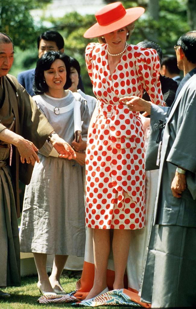 Chiêm ngưỡng những lần Công nương Diana diện váy dáng dài để biết thế nào là đỉnh cao của sự sang trọng, tinh tế - Ảnh 3.