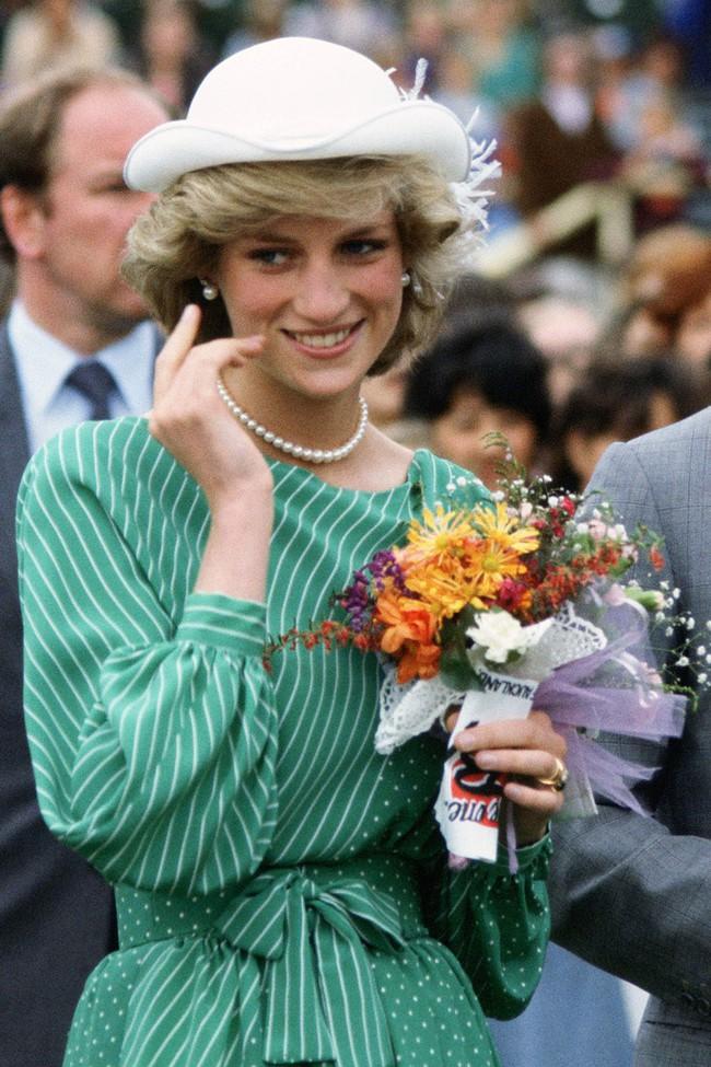 Chiêm ngưỡng những lần Công nương Diana diện váy dáng dài để biết thế nào là đỉnh cao của sự sang trọng, tinh tế - Ảnh 5.