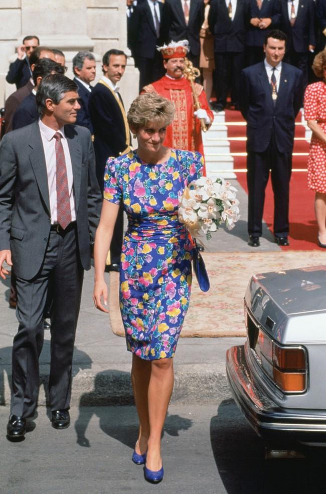 Chiêm ngưỡng những lần Công nương Diana diện váy dáng dài để biết thế nào là đỉnh cao của sự sang trọng, tinh tế - Ảnh 7.