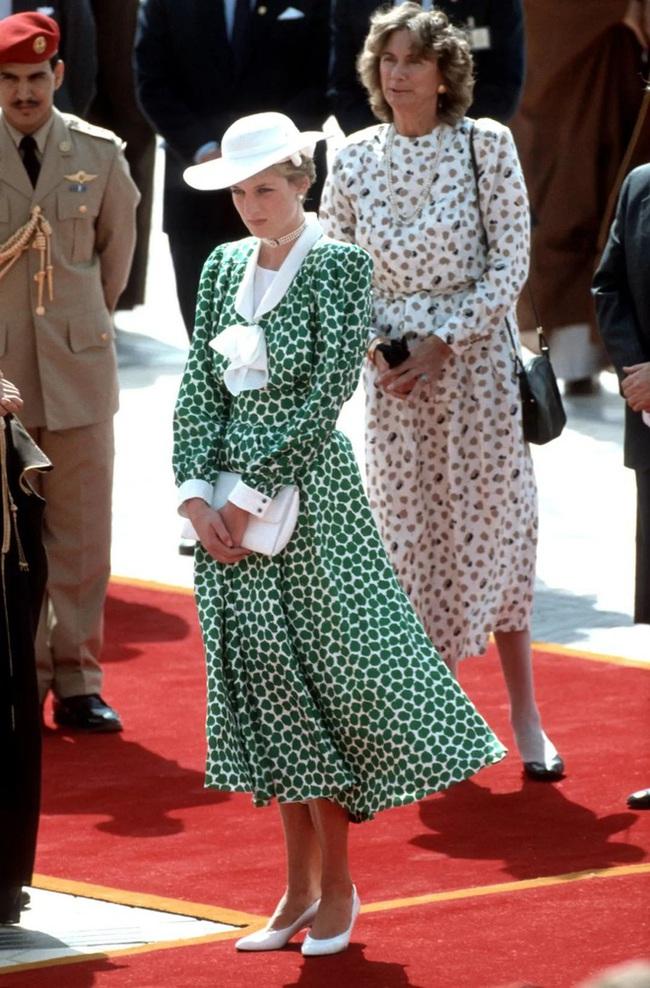 Chiêm ngưỡng những lần Công nương Diana diện váy dáng dài để biết thế nào là đỉnh cao của sự sang trọng, tinh tế - Ảnh 8.