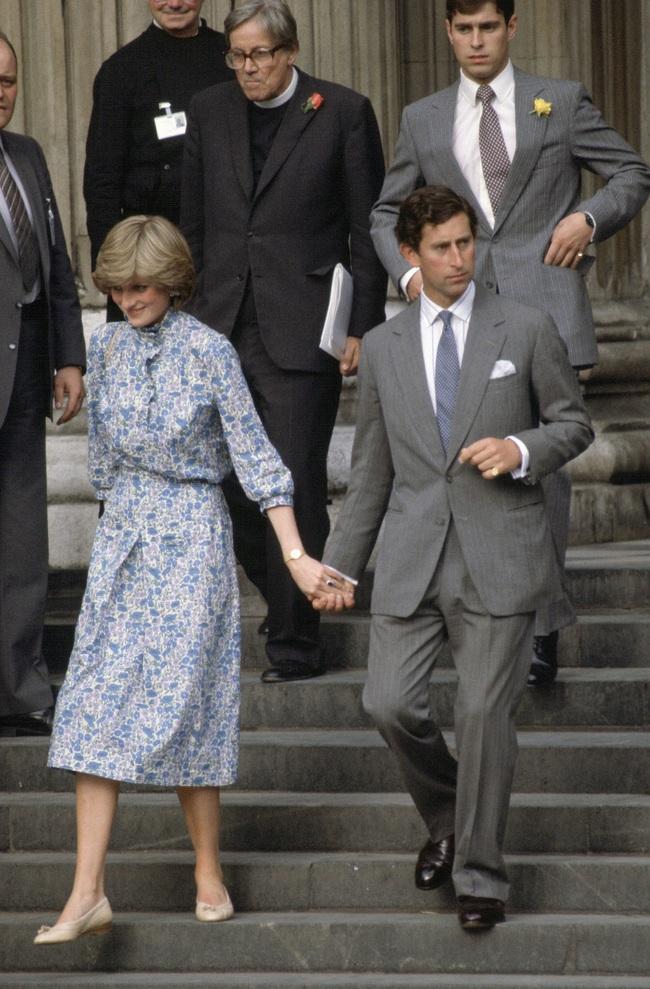 Chiêm ngưỡng những lần Công nương Diana diện váy dáng dài để biết thế nào là đỉnh cao của sự sang trọng, tinh tế - Ảnh 9.