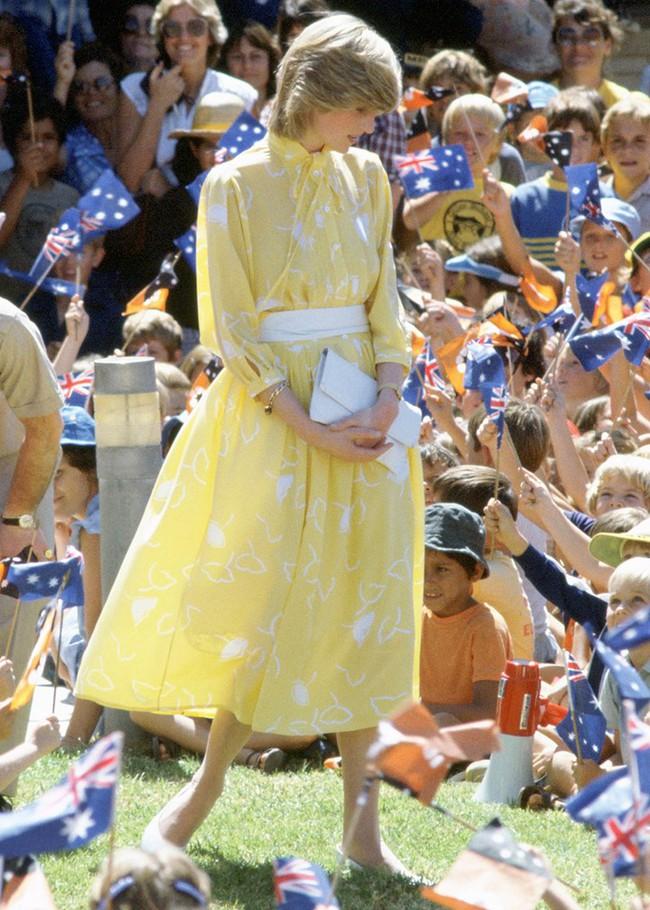 Chiêm ngưỡng những lần Công nương Diana diện váy dáng dài để biết thế nào là đỉnh cao của sự sang trọng, tinh tế - Ảnh 10.
