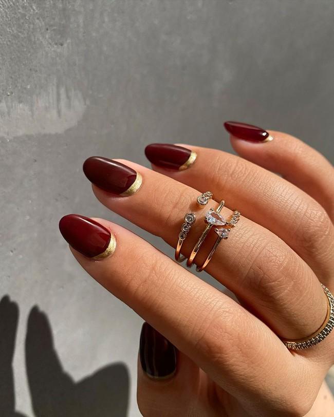 17 bộ nail tông đỏ rất sang chứ không sợ sến, chị em diện Tết thì năm mới lộc tới dạt dào, đỏ cả tình lẫn tiền - Ảnh 14.