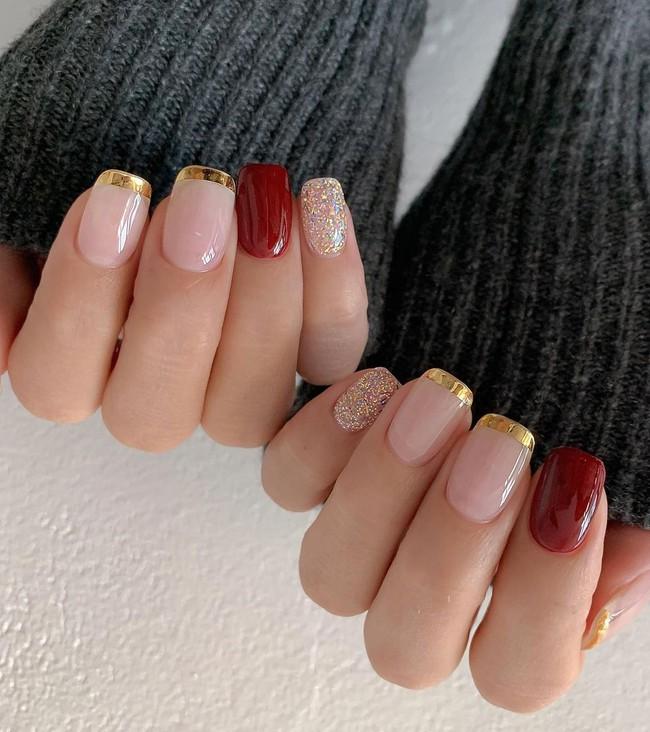17 bộ nail tông đỏ rất sang chứ không sợ sến, chị em diện Tết thì năm mới lộc tới dạt dào, đỏ cả tình lẫn tiền - Ảnh 6.