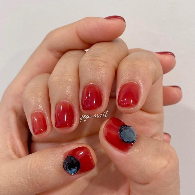 17 bộ nail tông đỏ rất sang chứ không sợ sến, chị em diện Tết thì năm mới lộc tới dạt dào, đỏ cả tình lẫn tiền - Ảnh 2.