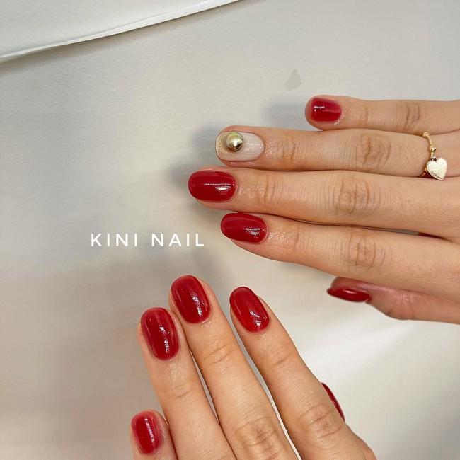 17 bộ nail tông đỏ rất sang chứ không sợ sến, chị em diện Tết thì năm mới lộc tới dạt dào, đỏ cả tình lẫn tiền - Ảnh 1.