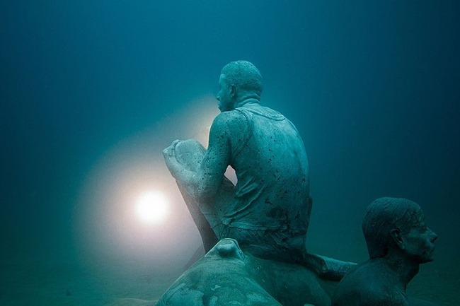 """Có một vùng biển khiến ai cũng phải """"lạnh người"""" khi nhìn thấy cảnh tượng toàn xác chết ở dưới đáy, ghê rợn ngỡ chỉ xuất hiện trong phim kinh dị - Ảnh 3."""