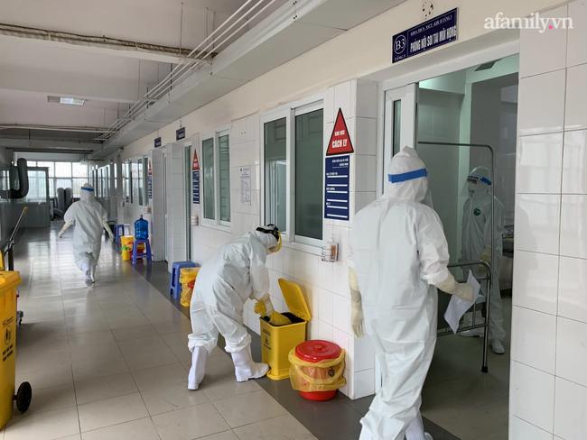 Các  nhân viên y tế tại bệnh viện