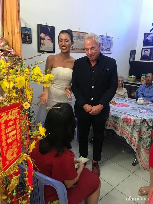 """Chuyện gái Việt 26 tuổi yêu tỷ phú Mỹ 72 tuổi: Điều bạn trai ghét nhất khi ăn Tết tại Việt Nam và kỷ niệm """"dã man"""" trong đêm Giao Thừa khiến ngài tỷ phú ám ảnh cả đời - Ảnh 9."""