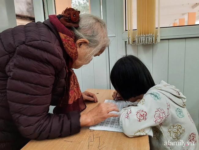 """Bà giáo già và hành trình mang con chữ đến với những trẻ bất hạnh: """"Đến mình còn từ chối thì ai sẽ giúp các con"""" - Ảnh 3."""