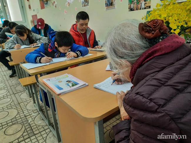 """Bà giáo già và hành trình mang con chữ đến với những trẻ bất hạnh: """"Đến mình còn từ chối thì ai sẽ giúp các con"""" - Ảnh 5."""