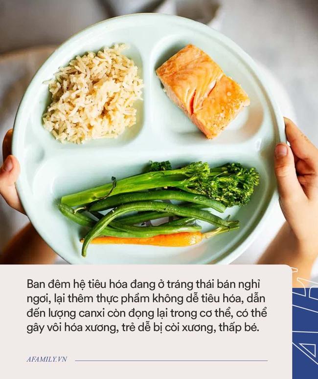 Cho trẻ ăn 5 loại thực phẩm này trước khi đi ngủ cảnh báo sẽ làm suy giảm chiều cao và trí thông minh của trẻ - Ảnh 2.