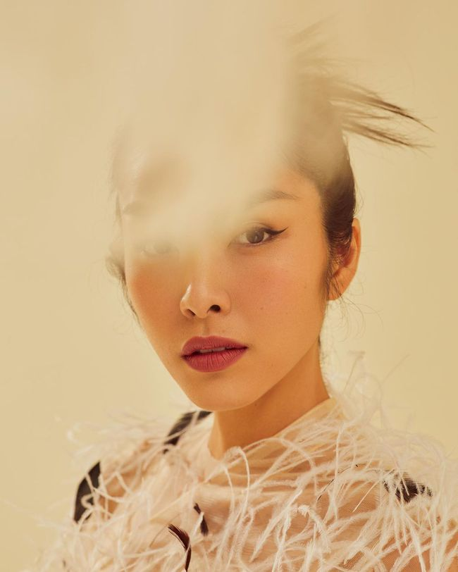 """Hà Tăng, Lan Ngọc và Tiểu Vy gây """"lú"""" khi búi tóc cùng kiểu: Trông khác nào ba chị em không? - Ảnh 1."""