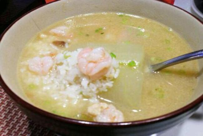Cho trẻ dưới 3 tuổi ăn cơm chan canh chẳng khác nào ăn thức ăn có độc tố, nhiều cha mẹ Việt vẫn cho con ăn hàng ngày - Ảnh 1.