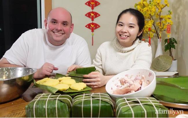 Khỏe mạnh sau khi cả nhà mắc COVID-19, cặp đôi vợ Việt chồng Mỹ đón Tết đặc biệt nơi xứ người: Chồng ngoại quốc tự tay gói bánh Chưng, mâm Tết món nào cũng ăn bằng sạch! - Ảnh 7.