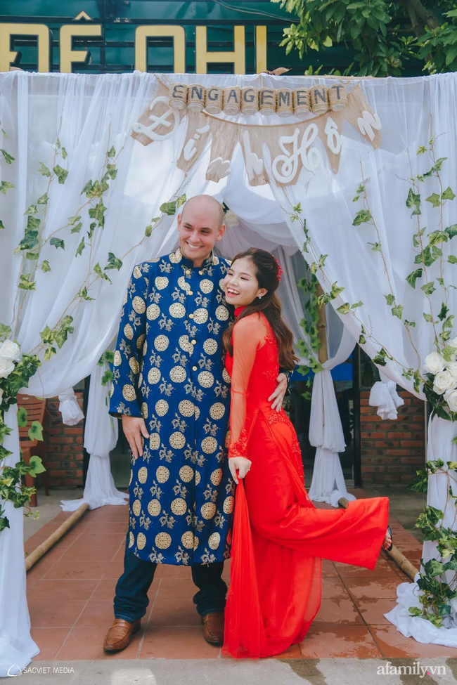 Khỏe mạnh sau khi cả nhà mắc COVID-19, cặp đôi vợ Việt chồng Mỹ đón Tết đặc biệt nơi xứ người: Chồng ngoại quốc tự tay gói bánh Chưng, mâm Tết món nào cũng ăn bằng sạch! - Ảnh 3.