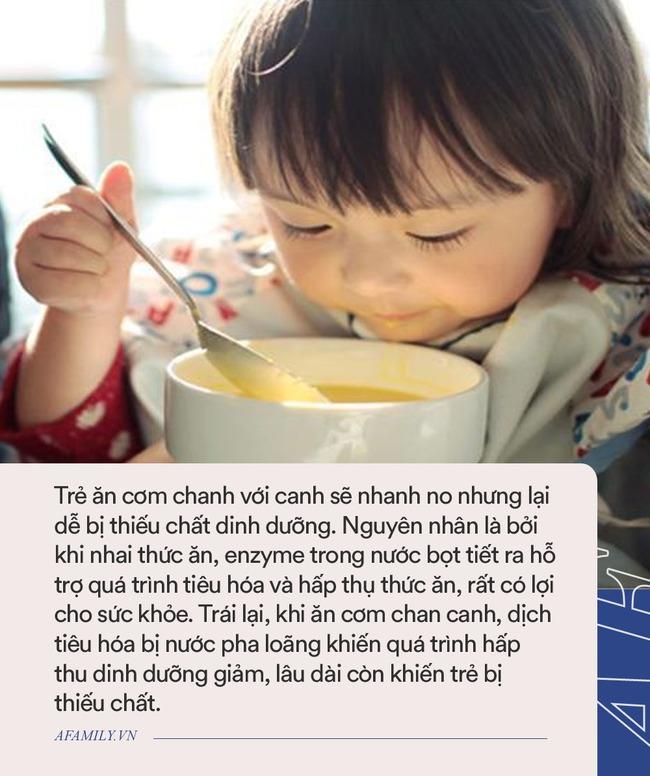 Cho trẻ dưới 3 tuổi ăn cơm chan canh chẳng khác nào ăn thức ăn có độc tố, nhiều cha mẹ Việt vẫn cho con ăn hàng ngày - Ảnh 3.