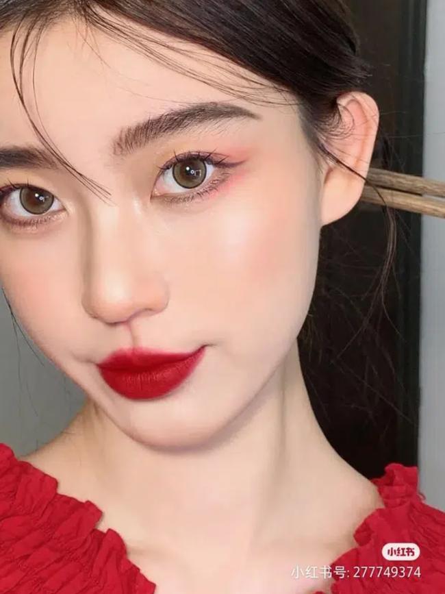 """5 bước makeup giúp bạn hóa nữ thần mùa xuân, nàng """"tay mơ"""" cũng học theo được dễ dàng - Ảnh 1."""