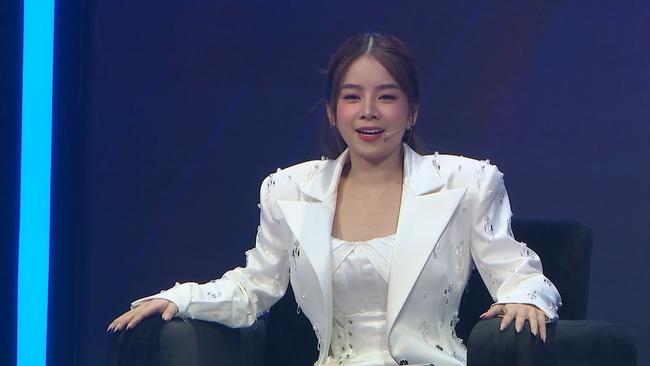 Sau loạt tin đồn chia tay Hồng Thanh, DJ xinh đẹp nhất Rap Việt - Mie lần đầu ngồi ghế nóng - Ảnh 2.