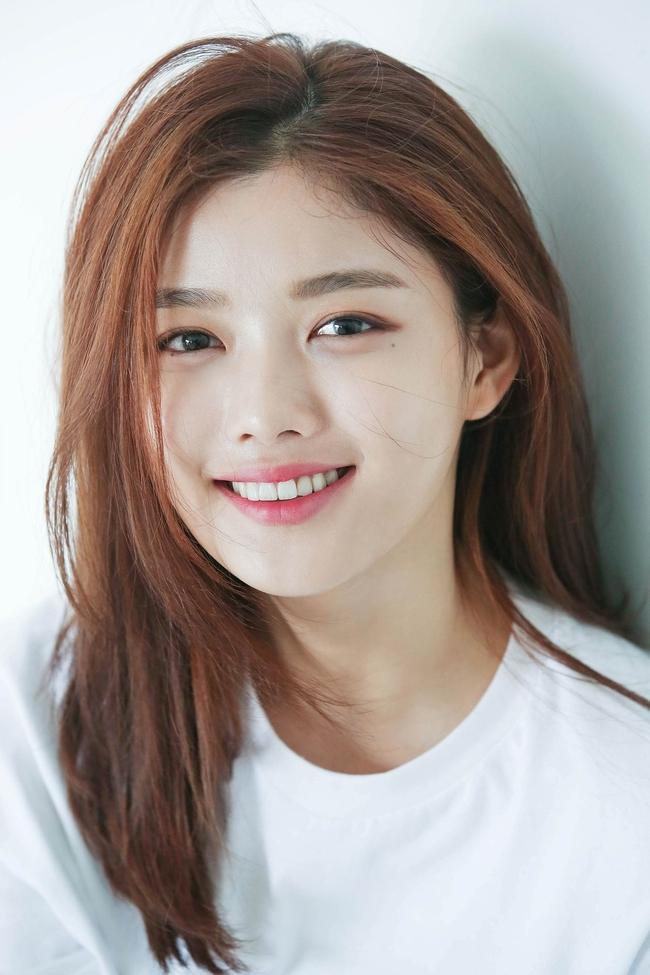Top mỹ nhân đẹp nhất Kbiz: Tranh cãi việc Jeon So Min (Running Man) vượt mặt Song Hye Kyo và Son Ye Jin - Ảnh 10.