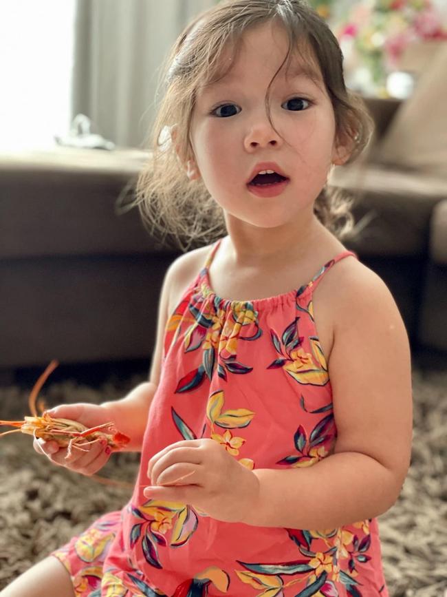 Siêu mẫu Hà Anh nuôi con theo trường phái tự do nhưng luôn khắc cốt ghi tâm 1 điều để đảm bảo an toàn cho con mọi lúc, mọi nơi - Ảnh 1.
