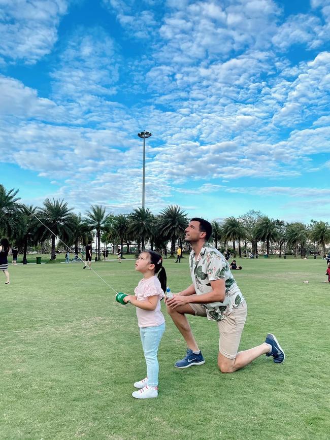 Siêu mẫu Hà Anh nuôi con theo trường phái tự do nhưng luôn khắc cốt ghi tâm 1 điều để đảm bảo an toàn cho con mọi lúc, mọi nơi - Ảnh 3.