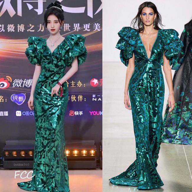 Loạt sao sửa váy tại Đêm hội Weibo, tiếc thay cho Angela Baby vì bỏ mất phụ kiện này mà kém sang hơn bản gốc  - Ảnh 1.