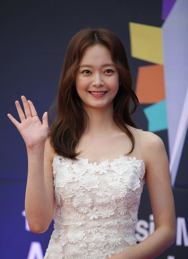 Top mỹ nhân đẹp nhất Kbiz: Tranh cãi việc Jeon So Min (Running Man) vượt mặt Song Hye Kyo và Son Ye Jin - Ảnh 5.