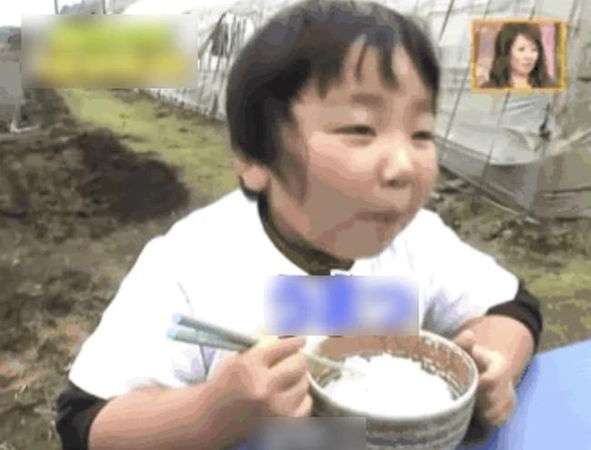"""Được đài truyền hình phỏng vấn, cậu bé hồn nhiên trả lời: """"Cháu ước mơ trở thành nông dân"""", cuộc sống 11 năm sau đó quá đỗi bất ngờ - Ảnh 3."""
