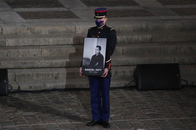 Vụ thầy giáo Pháp bị chặt đầu chấn động nước Pháp: Thảm kịch bắt nguồn từ lời nói dối của 1 nữ sinh, sau thời gian dài mới chịu khai báo - Ảnh 2.