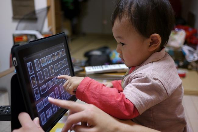 """Thế hệ Alpha: 8 tuổi đã vượt xa cha mẹ về sự hiểu biết công nghệ và giữ vai trò là """"giáo viên"""" mỗi khi mua hàng điện tử - Ảnh 2."""
