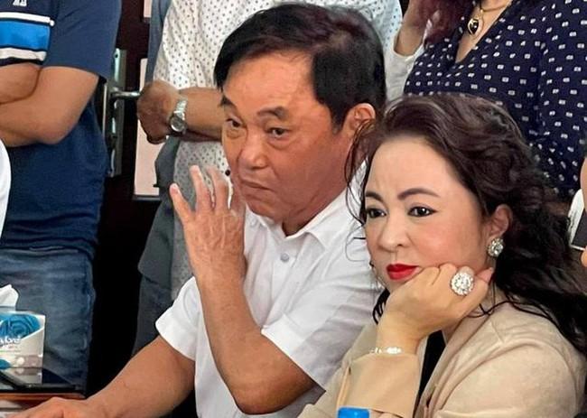 Người thân ông Võ Hoàng Yên xác nhận, vợ ông Dũng lò vôi từng cho 5 người nhà ông Yên 10 miếng đất: