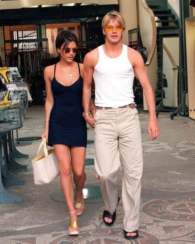 Loạt ảnh cũ của vợ chồng David Beckham bất ngờ gây bão, trai xinh gái đẹp xuất hiện bên nhau đẹp như 1 bộ phim tình yêu  - Ảnh 3.