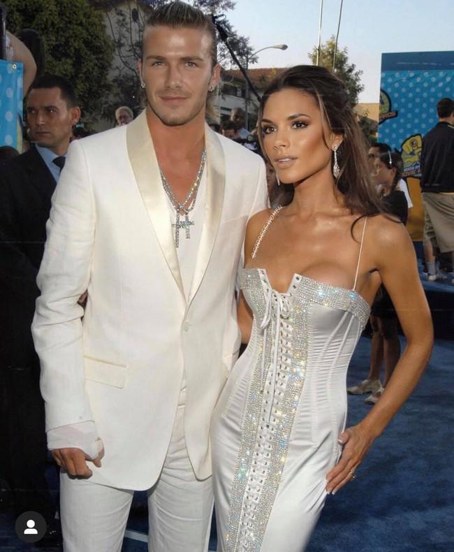 Loạt ảnh cũ của vợ chồng David Beckham bất ngờ gây bão, trai xinh gái đẹp xuất hiện bên nhau đẹp như 1 bộ phim tình yêu  - Ảnh 1.