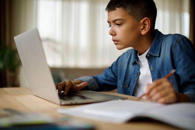 """""""Con thích một chiếc ipad hơn một con chó"""" - câu nói của một đứa trẻ thế hệ Alpha khiến nhiều cha mẹ phải giật mình - Ảnh 1."""