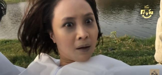 """Hướng dương ngược nắng: Bà Cúc cầm dao đâm Minh, Hồng Diễm khiến khán giả """"hết hồn"""" trong cảnh quay gây sốc - Ảnh 4."""