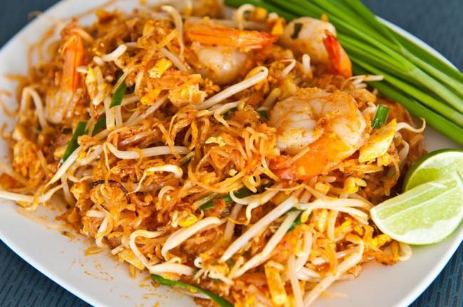 """Mạng xã hội Phillipines chê """"Việt Nam nghèo không có tiền mua đồ ăn nhanh"""", dân tình nhanh tay liệt kê những món vỉa hè đắt hơn gà rán gấp bội mà lại ngon """"bá cháy"""" - Ảnh 1."""
