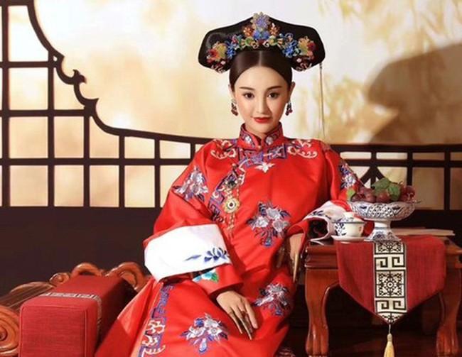 """Vị Hoàng hậu """"đoản mệnh"""" nhất triều nhà Thanh: Tình nồng ý đượm với Hoàng đế Khang Hi, được sách lập làm Hoàng hậu chưa đến 1 ngày đã mất - Ảnh 2."""