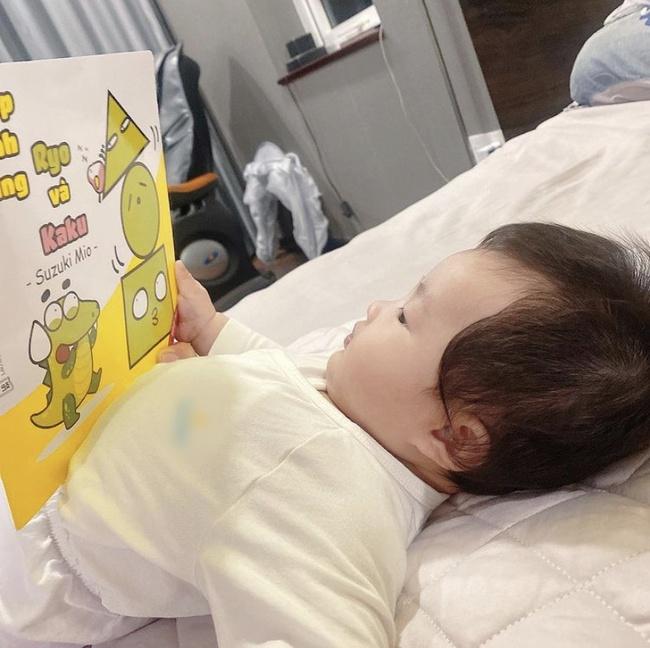 Đông Nhi bật cười vì con gái 5 tháng tuổi thường đòi bố mẹ làm điều này - Ảnh 2.