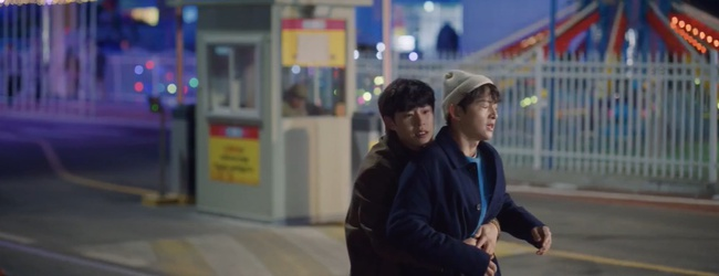 """Vincenzo: Song Joong Ki lừa tình trai đẹp, nào ngờ bị cướp nụ hôn đầu, màn ôm ấp nắm tay khiến các """"hủ"""" sướng rơn - Ảnh 13."""