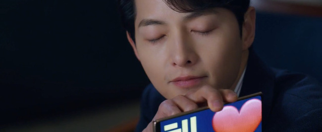 """Vincenzo: Song Joong Ki lừa tình trai đẹp, nào ngờ bị cướp nụ hôn đầu, màn ôm ấp nắm tay khiến các """"hủ"""" sướng rơn - Ảnh 16."""