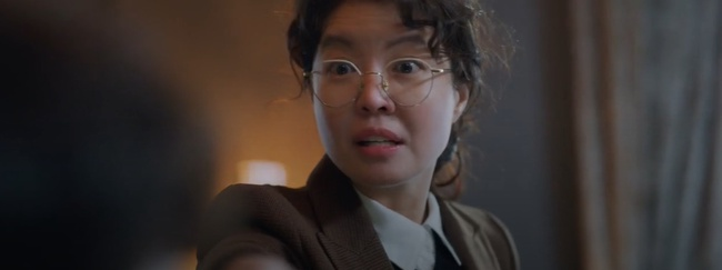 """Vincenzo: Song Joong Ki lừa tình trai đẹp, nào ngờ bị cướp nụ hôn đầu, màn ôm ấp nắm tay khiến các """"hủ"""" sướng rơn - Ảnh 3."""