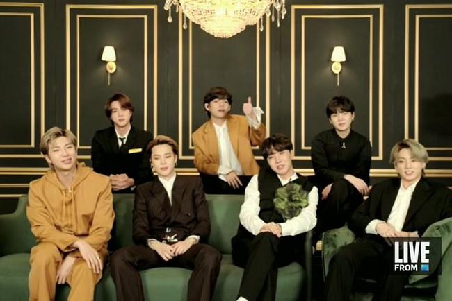 Thảm đỏ Grammy 2021 lạ lùng nhất lịch sử: Vắng bóng nhiều tên tuổi lớn, BTS xuất hiện qua sóng livestream - Ảnh 7.