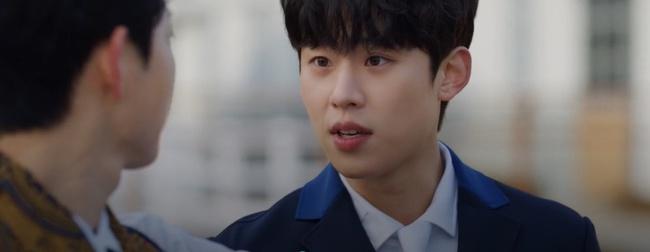 """Vincenzo: Song Joong Ki lừa tình trai đẹp, nào ngờ bị cướp nụ hôn đầu, màn ôm ấp nắm tay khiến các """"hủ"""" sướng rơn - Ảnh 8."""