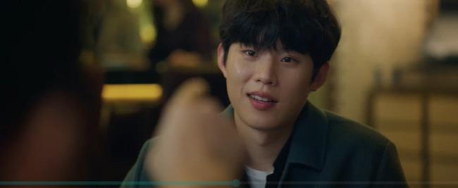 """Vincenzo: Song Joong Ki lừa tình trai đẹp, nào ngờ bị cướp nụ hôn đầu, màn ôm ấp nắm tay khiến các """"hủ"""" sướng rơn - Ảnh 9."""