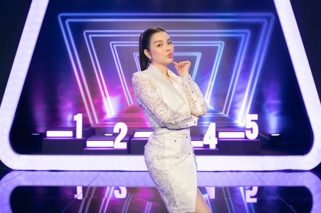 """Trước nhan sắc của Lý Nhã Kỳ, MC Thành Trung đã nói điều này khiến Diệu Nhi """"bẽ mặt"""" trên sóng truyền hình - Ảnh 8."""